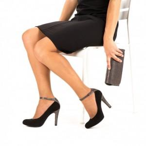 Sapatos Unisa, com salto de 9cm e plataforma à frente com 1,5cm.